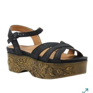 L'Amour Des Pieds Gillon Platform Sandal Black